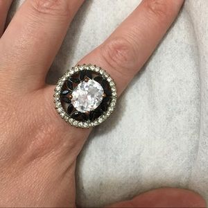 Jewelry - Beautiful round crystal gem ring